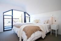 Stylish and Sunny Coogee Apartment CO64a