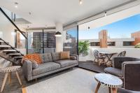 Surry Hills Modern One Bedroom Apartment (207BRK)