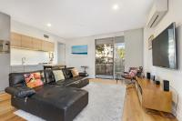Surry Hills Modern One Bedroom Apartment (SRH7BED)