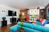 Veeve - Stylish Riverbank Apartment