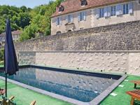 Apartment Les Eyzies de Tayac 82 with Outdoor Swimmingpool