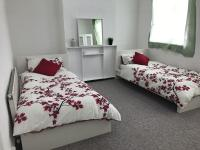 Nice Double Room in Stratford