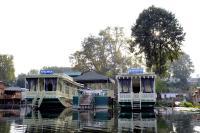 Houseboat Moonshine