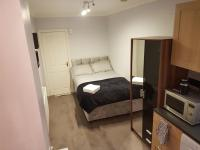 Cosey Studio Flat in Colindale