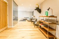 SPECTACULAR 4 Bed House Private Mews Road