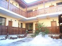 Kadeva House