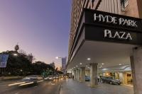 Oaks Hyde Park Plaza
