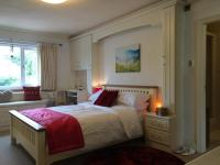 Halebarns House - Airport Boutique Guest House