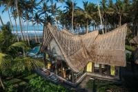 Absolute Beachfront Villa Laut