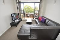 Surry Hills Self-Contained Modern One-Bedroom Apartment (409 COOP)