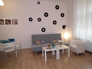 Uma área de estar em New large apartment in the centre