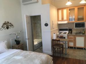 مطبخ أو مطبخ صغير في Parc Suites Hotel
