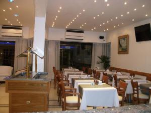 מסעדה או מקום אחר לאכול בו ב-Village Garden Apart Hotel