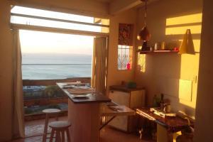 A cozinha ou cozinha compacta de Apartamento Santo Antonio vista da bahia