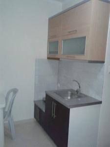 A cozinha ou cozinha compacta de Arseni Borsh Apartment