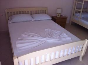 Cama ou camas em um quarto em Arseni Borsh Apartment
