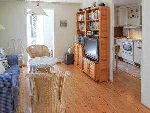 Uma área de estar em Two-Bedroom Holiday Home in Degeberga