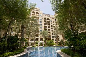 Located In The Artificial Archipelago Palm Jumeirah Island Beach