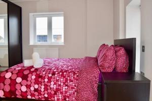 מיטה או מיטות בחדר ב-Highfield Avenue Apartment 1/Apartment