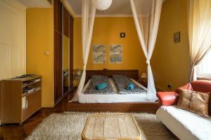 Cama ou camas em um quarto em Petzvál Apartment