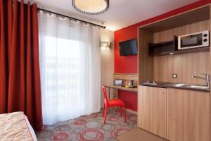 A cozinha ou cozinha compacta de Quality Suites Lyon Confluence