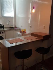 A cozinha ou cozinha compacta de Studio Exclusive Leme