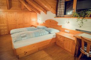 Giường trong phòng chung tại Appartements Tlusel