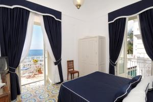 Hotel Residence room with a view of Amalfi shore