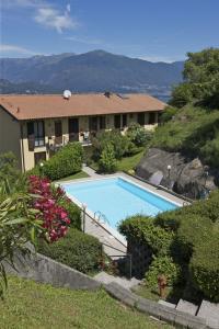 Una vista de la pileta en Residence La Fonte o alrededores