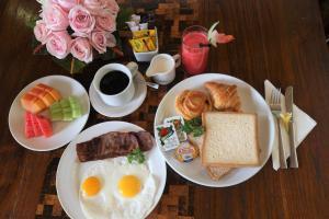 אפשרויות ארוחת הבוקר המוצעות לאורחים ב-The Bali Bagus Villas