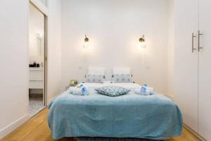 מיטה או מיטות בחדר ב-CMG Voltaire/ Nation