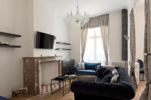Uma área de estar em Roaring 20's Apartment Meir