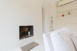 Una cama o camas en una habitación de Alessia's Flat- Colonne di San Lorenzo