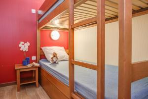 سرير بطابقين أو أسرّة بطابقين في غرفة في Résidence Pierre & Vacances Les Trois Domaines