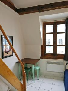 تلفاز و/أو أجهزة ترفيهية في Appartement proche République