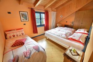 سرير أو أسرّة في غرفة في Casa Cola