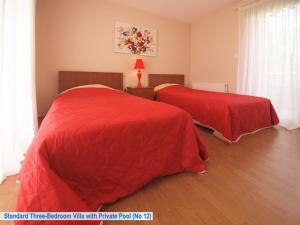 Giường trong phòng chung tại Amathusa Villas