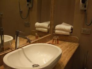 Um banheiro em Palazzo Al Velabro