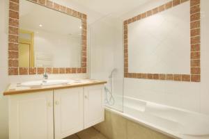 Um banheiro em Résidence Prestige Odalys La Bastide des Chênes
