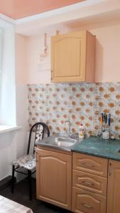 Una cocina o kitchenette en Квартира в центре Пятигорска