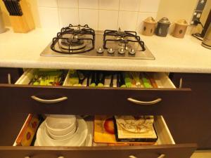 A cozinha ou cozinha compacta de Aidanfield Gardens Bellissimo Modern Family Home