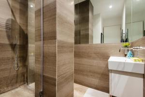 Phòng tắm tại Arcore Premium Apartments: Covent Garden