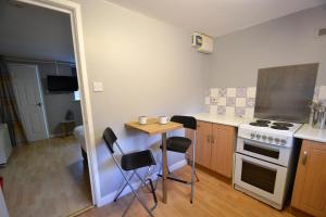 Nhà bếp/bếp nhỏ tại Claremont Mews