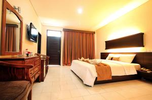 Bakung Beach Hotel   picture