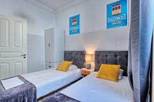 Giường trong phòng chung tại Arroios Market Apartment