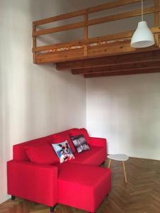 Uma área de estar em Calm Vinohrady apartment 5 minutes from the centre