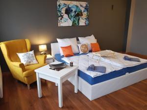 מיטה או מיטות בחדר ב-Apartament Premium WHITEGRAY Studio