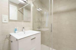 Un baño de The Rentals Collection | Verona