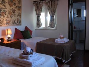 Una cama o camas en una habitación de Casa das 3 Palmeiras