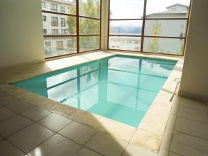בריכת השחייה שנמצאת ב-Nexos Bariloche או באזור
